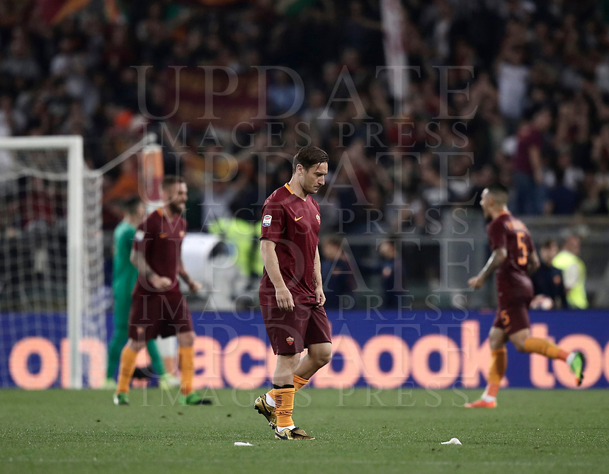 Calcio, Serie A: Roma, stadio Olimpico, 14 maggio 2017.<br /> AS Roma's Francesco Totti leaves after winning the Italian Serie A football match between AS Roma and Juventus at Rome's Olympic stadium, May 14, 2017.<br /> UPDATE IMAGES PRESS/Isabella Bonotto
