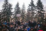 """""""Räuber und Banditen in der Regierung, das Land erhebt sich zur Rache."""" Zehntausende demonstrieren gegen die neue Regierung in Chisinau, Republik Moldau. / <br /> """"Robbers and bandits in the government, the country rises to revenge."""" Tens of thousands protest against the new government in Chisinau, Republic of Moldova."""
