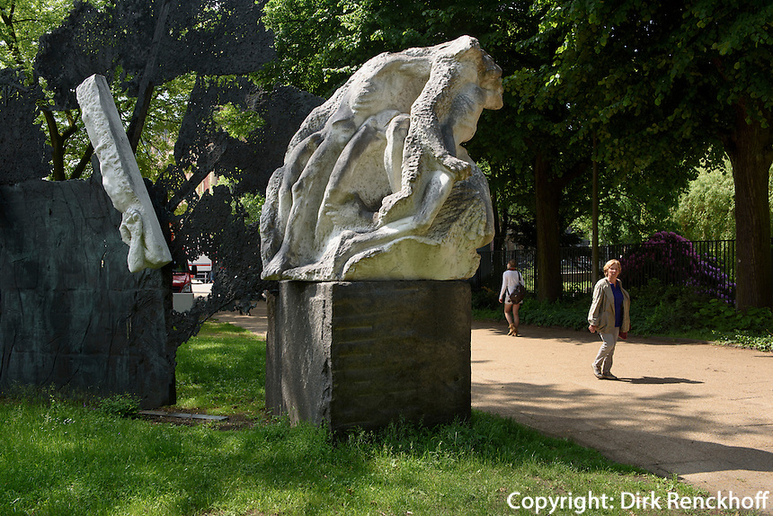 Mahnmal gegen den Krieg von Alfred Hrdlicka 1983 und 1986, Dammtordamm, Hamburg, Deutschland<br /> Memorial against war by Alfred Hrdlicka 1983 and 1986, Dammtordamm, Hamburg, Germany