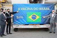 GUARULHOS, SP, 25.05.2021 - COVID-19-SP - Jean Carlo Gorinchteyn, Secretário Estadual de Saúde de São Paulo, e João Doria, Governador de São Paulo, acompanham a chegada de mais um lote de insumos da vacina Coronavac, com 3 mil litros de IFA, que correspondem a 5 milhões de doses, no Aeroporto Internacional de Guarulhos, nesta terça-feira, 25. (Foto Charles Sholl/Brazil Photo Press)