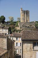Europe/France/Aquitaine/Gironde/Saint-Emilion: vue sur la tour et les toits du village