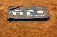 Arena Loire,  Trélazé,  France, 16 April, 2016, Semifinal FedCup, France-Netherlands, ballkids  knie pad<br /> <br /> Photo: Henk Koster/Tennisimages