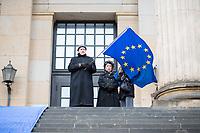 """Hunderte Menschen kamen am Samstag den 27. Januar 2019 in Berlin zu einer Kundgebung des ueberparteilichen Zusammenschluss """"Pulse of Europe"""" um fuer ein vereintes und friedliches Europa, ohne Fremdenhass und Ausgrenzung von Minderheiten zu demonstrieren. """"Wir wollen ein Zeichen setzen! Ein Zeichen, dass sich viele Menschen aktiv für den Erhalt eines demokratischen und rechtsstaatlichen, vereinten Europas einsetzen"""", so die Veranstalter, die sich auch ganz deutlich gegen einen Brexit aussprachen.<br /> Als Redner sprachen u.a. Margrethe Vestager, EU-Wettbewerbs-Kommissarin aus Daenemark und Guy Verhofstadt, Chefunterhaendler im EU-Parlament fuer den Brexit.<br /> Zu Beginn sprach die Publizistin Lea Rosh (2.vl) anlaesslich des Jahrestags der Befreiung des Konzentrationslager Auschwitz am 27. Januar 1945.<br /> In vielen Staedten Europas finden einmal pro Monat am Sonntag Veranstaltungen von Pulse of Europe statt.<br /> 27.1.2019, Berlin<br /> Copyright: Christian-Ditsch.de<br /> [Inhaltsveraendernde Manipulation des Fotos nur nach ausdruecklicher Genehmigung des Fotografen. Vereinbarungen ueber Abtretung von Persoenlichkeitsrechten/Model Release der abgebildeten Person/Personen liegen nicht vor. NO MODEL RELEASE! Nur fuer Redaktionelle Zwecke. Don't publish without copyright Christian-Ditsch.de, Veroeffentlichung nur mit Fotografennennung, sowie gegen Honorar, MwSt. und Beleg. Konto: I N G - D i B a, IBAN DE58500105175400192269, BIC INGDDEFFXXX, Kontakt: post@christian-ditsch.de<br /> Bei der Bearbeitung der Dateiinformationen darf die Urheberkennzeichnung in den EXIF- und  IPTC-Daten nicht entfernt werden, diese sind in digitalen Medien nach §95c UrhG rechtlich geschuetzt. Der Urhebervermerk wird gemaess §13 UrhG verlangt.]"""