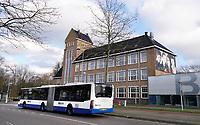 Nederland  Amsterdam  2020.   Amsterdam Noord. Het Bredero Beroepscollege is een vmbo-school voor de basisberoepsgerichte en kaderberoepsgerichte leerweg. GVB bus. Foto : ANP/ HH / Berlinda van Dam