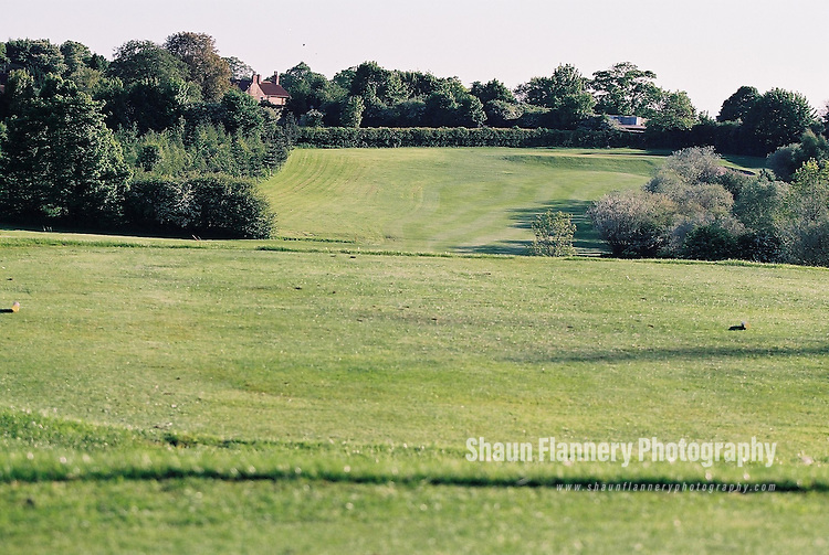 Pix: Shaun Flannery/shaunflanneryphotography.com...COPYRIGHT PICTURE>>SHAUN FLANNERY>01302-570814>>07778315553>>..18th May 2004..............Hickleton Golf Club, Lidgett Lane, Hickleton, Doncaster, DN5 7BE..Golf Course - 14th hole.