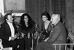 VITTORIO DE SICA, SOFIA LOREN CON RICHARD BURTON E LIZ TAYLOR - STUDI CINEMATOGRAFICI DELLA DEAR ROMA 1972