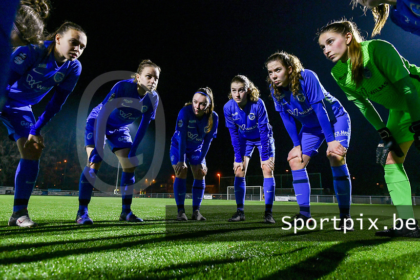 Team KRC Genk pictured before a female soccer game between Racing Genk Ladies and Standard Femina on the 13 th matchday of the 2020 - 2021 season of Belgian Scooore Womens Super League , friday 5 th of february 2021  in Genk , Belgium . PHOTO SPORTPIX.BE | SPP | STIJN AUDOOREN