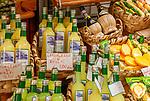 Italien, Kampanien, Sorrentinische Halbinsel, Amalfikueste, Amalfi: lokale Spezialitaeten - Limonenprodukte (Seife, Likoer) | Italy, Campania, Sorrento Peninsula, Amalfi Coast, Amalfi: local specialities - lemon products (soap, liqueur)