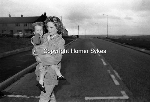 Lorraine Gilmour and daughter Denise, wife of supergrass Raymond Gilmour.  Derry Creggan estate, Northern Ireland Londonderry.  1983.