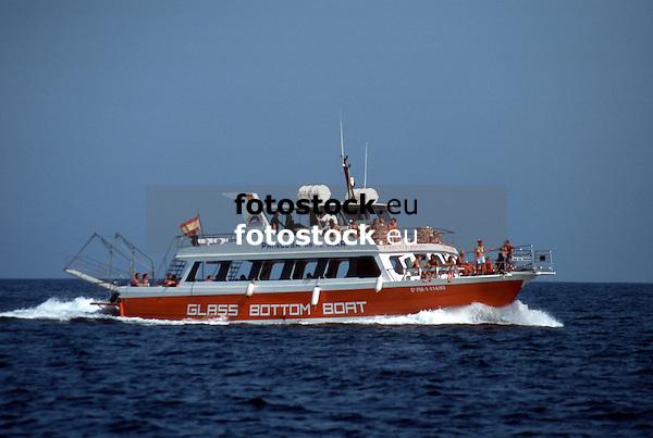 "glass-bottom boat ""Princesa de la Mar"" on sea<br /> <br /> Glasbodenboot ""Princesa de la Mar"" auf See<br /> <br /> 1858 x 1248 px<br /> Original: 35 mm slide transparency"