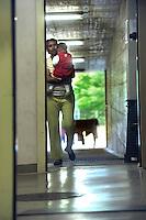 giovane donna somala e sua figlia,   nel centro per asilanti, richiedenti asilo politico,in un ex bunker a Biasca, Canton Ticino, Svizzera.