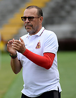 IBAGUÉ - COLOMBIA, 03-05-2016: Jose Eugenio 'Cheche' Hernandez técnico del Deportes Tolima gesticula durante partido con Jaguares FCpor la fecha 1 de la Liga Águila II 2017 jugado en el estadio Manuel Murillo Toro de Ibagué. / Jose Eugenio 'Cheche' Hernandez coach of Deportes Tolima gestures during match against Jaguares FC for date 1 of the Aguila League II 2017 played at Manuel Murillo Toro stadium in Ibague city. Photo: VizzorImage / Juan Carlos Escobar / Cont