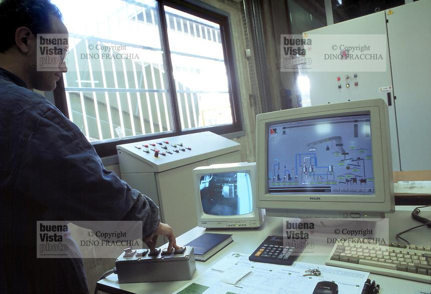 - Waste Digestion consortium of Carpi Modena) - TRED (Dismissed Electric Households Treatment), control room....- Consorzio Smaltimento Rifiuti di Carpi (Modena), TRED (Trattamento Elettrodomestici Dismessi), sala di controllo