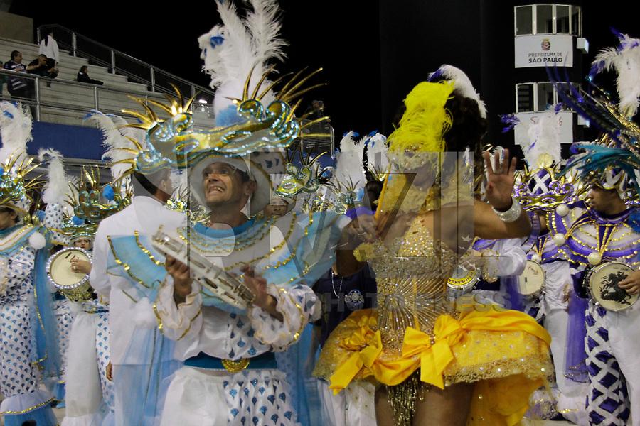 SÃO PAULO, SP, 07 DE MARÇO DE 2011 - CARNAVAL 2011 /IMPERADOR DO IPIRANGA - Adriana Lessa  integrantes da Iperador do Ipiranga durante  desfile da escola no Grupo de acesso de São Paulo, no Sambódromo do Anhembi, zona norte da capital paulista, na madrugada desta segunda. (07). (FOTO:ALE VIANNA / NEWS FREE)