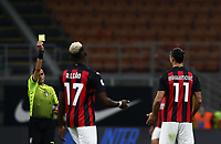 Calcio, Serie A: Inter Milano - AC Milan , Giuseppe Meazza (San Siro) stadium, in Milan, October 17, 2020.<br /> Referee Maurizio Mariani (l) gives a yellow card to Milan's Zlatan Ibrahimovic (r) during the Italian Serie A football match between Inter and Milan at Giuseppe Meazza (San Siro) stadium, October 17,  2020.<br /> UPDATE IMAGES PRESS/Isabella Bonotto