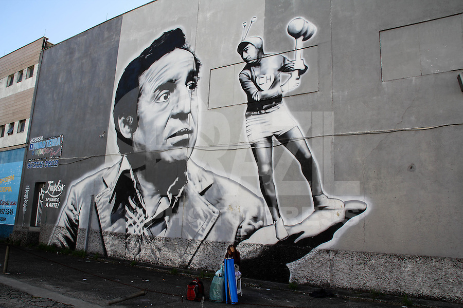 SAO PAULO, SP - 15.02.2017 - ARTE-URBANA-SP - Vista do maior painel de grafite na América Latina, o painel da turma do Chaves feita pelo grafiteiro, Paulo Terra, na manha desta quarta-feira (15) no bairro do Socorro, zona sul de São Paulo. A Câmara Municipal da cidade aprovou na noite de terça-feira (14) uma lei que prevê a punição através de multa para pichadores.<br /> <br /> <br /> (Foto: Fabricio Bomjardim / Brazil Photo Press)
