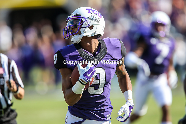 TCU Horned Frogs wide receiver Josh Doctson (9) in action during the game between the OSU Cowboys and the TCU Horned Frogs at the Amon G. Carter Stadium in Fort Worth, Texas. TCU defeated OSU 42 to 9.