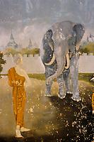 Asie/Thaïlande/Env de Chiang Mai/Parc National de Doi Suthep-Doi Pui : Sanctuaire du Wat Phra That Doi Suthep dans la montagne Doi Suthep (Fondé en 1383 pour abriter de précieuses reliques)- Détail des peintures du cloître moine et éléphant