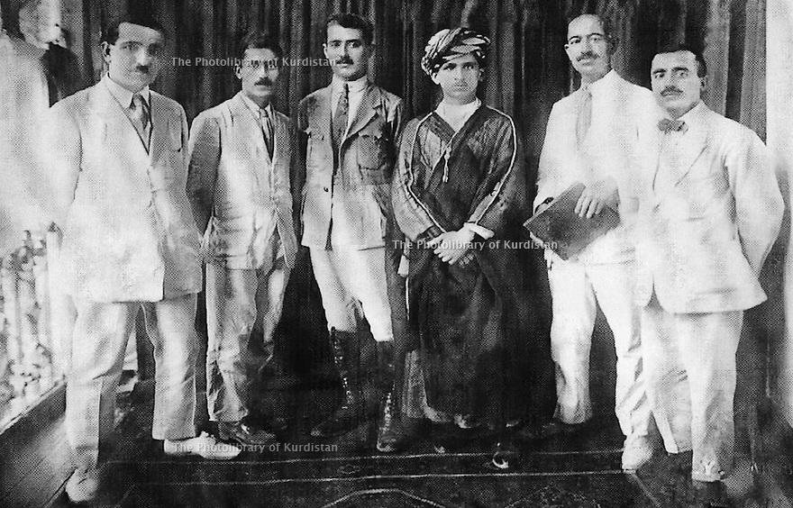 Turquie? 1927?.A droite Ismael Shawess avec des membres de Khoyboun.Turkey? 1927?.Right, Ismael Shawess with members of Khoyboun