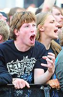 With Full Force Festival 2008 - 4.-6.7.2008  Flugplatz Roitzschjora b. Löbnitz - Das größte und breitgefächertste Metal- und Hardcorefestival in Ostdeutschland - drei Tage volle Dröhnung - über 60 Bands - Headliner in diesem Jahr u.a. Bullet for my Valentine , Machine Head , Ministry und In Flames - im Bild: ein Fan in der ersten Reihe schreit so laut wie er kann..Foto: Norman Rembarz.