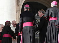Papa Francesco saluta alcuni vescovi al termine dell'udienza generale del mercoledi' in Piazza San Pietro, Citta' del Vaticano, 4 ottobre, 2017.<br /> Pope Francis greets bishops at the end of his weekly general audience in St. Peter's Square at the Vatican, on October 4, 2017.UPDATE IMAGES PRESS/Isabella Bonotto<br /> <br /> STRICTLY ONLY FOR EDITORIAL USE