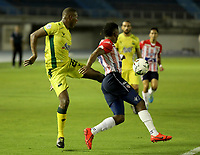 BARRANQUILLA - COLOMBIA, 05-03-2021: Fabian Viafara de Atletico Junior y Elvis Mosquera de Atletico Bucaramanga disputan el balon, durante partido entre Atletico Junior y Atletico Bucaramanga, de la fecha 11 por la Liga BetPlay DIMAYOR I 2021 jugado en el estadio Metropolitano Roberto Melendez de la ciudad de Barranquilla. / Fabian Viafara of Atletico Junior and Elvis Mosquera of Atletico Bucaramanga battle for the ball, during a match between Atletico Junior and Atletico Bucaramanga of the 11th date for BetPlay DIMAYOR I 2021 League played at the Metropolitano Roberto Melendez Stadium in Barranquilla city. / Photo: VizzorImage / Jairo Cassiani / Cont.