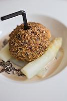 Europe/France/Aquitaine/33/Gironde/Bassin d'Arcachon/Arcachon: Morilles à l'œuf mollet en croûte aux asperges, recette de Thierry Renou Restaurant: Le Patio