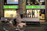 - Milan, overnight service chemist in Duomo Square....- Milano, farmacia notturna in piazza del Duomo