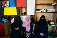 DJIBOUTI  centre for yemeni refugees, yemeni woman with Chador / DSCHIBUTI, Betreuungszentrum  fuer jemenitische Fluechtlinge