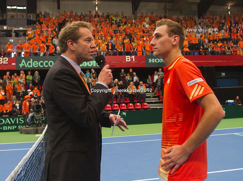 10-02-12, Netherlands,Tennis, Den Bosch, Daviscup Netherlands-Finland, Speaker Robert Reimering intervieuwd Thiemo de Bakker