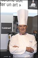 """Paul Bocuse au stand Cuisinart lors du salon """"CUISINEZ !"""" au Carousel du Louvre #"""