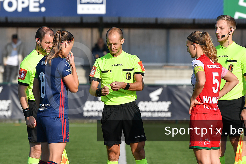 referee Christophe Windels with assistant referees Toon Bonduel and Jiri Bergs pictured with Pauline Windels (5) of Zulte Waregem and Lenie Onzia (8) of OH Leuven during a female soccer game between SV Zulte - Waregem and Oud Heverlee Leuven on the sixth matchday of the 2021 - 2022 season of Belgian Scooore Womens Super League , saturday 9 of October 2021  in Zulte , Belgium . PHOTO SPORTPIX | DIRK VUYLSTEKE