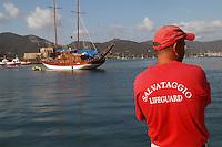 - tourist port of Portoferraio (island of Elba) lifeguard, sailing boat caique ....- porto turistico di Portoferraio (isola d'Elba) addetto salvataggio, barca a vela caicco