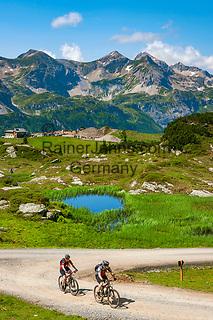Oesterreich, Salzburger Land, Pongau, Obertauern: bekannter Wintersportort in den Radstaedter Tauern hat Mountainbikern auch im Sommer einiges zu bieten | Austria, Salzburger Land, region Pongau, Obertauern: famous wintersport region within the Radstaedter Tauern, also popular with bikers in summer