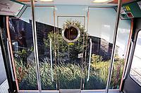LE MUSEE DU QUAI BRANLY S ' INVITE DANS LE TRAINS DES ARTS ET CIVILISATIONS PRESENTE PAR LA SNCF GARE DE L ' EST . LE TRAIN SERA MIS EN CIRCULATION A PARTIR DU 15 JUIN