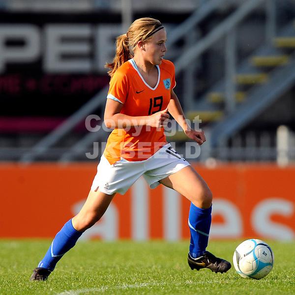 emmen voetbal nederland - china vrouwen seizoen 2007-2008  07-05-2008 lianne de vries.Fotograaf Jan Kanning