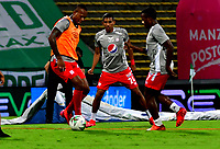 MEDELLIN-COLOMBIA, 18-10-2020: Jugadores de America de Cali calientan, previo al partido de la fecha 15 entre Atletico Nacional y America de Cali, por la Liga BetPLay DIMAYOR 2020, jugado en el estadio Atanasio Girardot de la ciudad de Medellin. / Players of America de Cali warm up prior a match of the 15th date between Atletico Nacional and America de Cali, for the BetPLay DIMAYOR League 2020 played at the Atanasio Girardot Stadium in Medellin city. / Photo: VizzorImage / Luis Benavides / Cont.