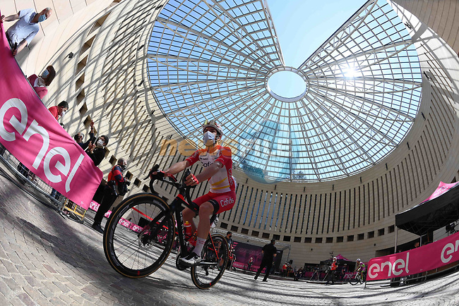 Elia Viviani (ITA) Cofidis at sign on before the start of Stage 18 of the 2021 Giro d'Italia, running 231km from Rovereto to Stradella, Italy. 27th May 2021.  <br /> Picture: LaPresse/Gian Mattia D'Alberto | Cyclefile<br /> <br /> All photos usage must carry mandatory copyright credit (© Cyclefile | LaPresse/Gian Mattia D'Alberto)