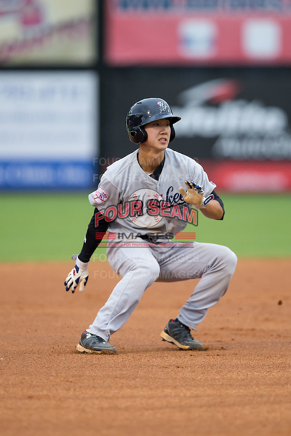 Hoy Jun Park (34) of the Pulaski Yankees puts on the brakes between second and third base during the game against the Danville Braves at Legion Field on August 7, 2015 in Danville, Virginia.  The Yankees defeated the Braves 3-2. (Brian Westerholt/Four Seam Images)