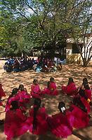 INDIA, Tamil Nadu, dalit women organization and rural woman  bank, women get Micro-credits for small enterprises, education and trainings / INDIEN Tamil Nadu, Athiplayam, NGO organisiert Dalit Frauen, sie erhalten Mikrokredite zur Existenzgruendung und berufliche Bildung