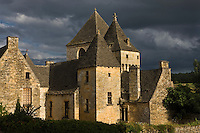 Europe/France/Aquitaine/24/Dordogne/Périgord Noir/Saint-Geniès: toits du Château du XV et l'église