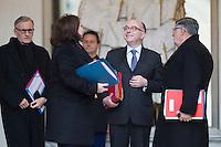 ANDRE VALLINI - BERNARD CAZENEUVE PREMIER MINISTRE APR»S LE CONSEIL DES MINISTRES DU 11 JANVIER 2017 A PARIS.