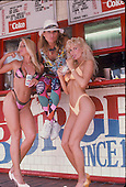 DAVID LEE ROTH, WITH VARIOUS GIRLS, LOCATION, 1986, NEIL ZLOZOWER
