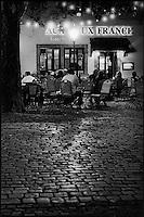 """Europe/France/Alsace/67/Bas-Rhin/Strasbourg:  Un bar à bière tard dans la nuit dans le quartier de """"La Petite France"""""""