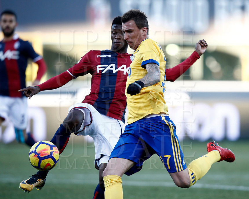 Calcio, Serie A: Bologna vs Juventus, stadio Renato D'Allara, Bologna,17 dicembre 2017.<br /> Juventu's Mario Mndzukic (r) is going to score contrasted by Bologna's Mbaye Ibrahima (l) during the Italian Serie A football match between Bologna and Juventus at Bologna's Renato D'Allara stadium, December 17, 2017.<br /> UPDATE IMAGES PRESS/Isabella Bonotto