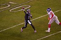 quarterback Carson Wentz (11) of the Philadelphia Eagles wirft gegen defensive tackle Dexter Lawrence (97) of the New York Giants - 09.12.2019: Philadelphia Eagles vs. New York Giants, Monday Night Football, Lincoln Financial Field