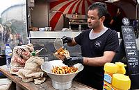Nederland Amsterdam  -  Augustus 2018.  Westergasfabriek. Het eerste Vegan Food Festival. Las Fritas. Patat gebakken in plantaardige olie met vegan mayonaise.     Foto mag niet in negatieve context gepubliceerd worden.     Foto Berlinda van Dam / Hollandse Hoogte