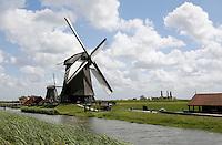 Nederland, Schermerhorn, 2015 06 03. Molens in de Schermerpolder. Op de voorgrond de Museummolen . The Netherlands, Schermerhorn, 2015 06 03 . Windmills in Schermerhorn