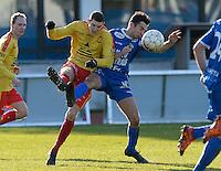 FC Knokke - OMS Ingelmunster : duel tussen Thor Laleman (links) en Mike Maljers (r) <br /> Foto VDB / Bart Vandenbroucke