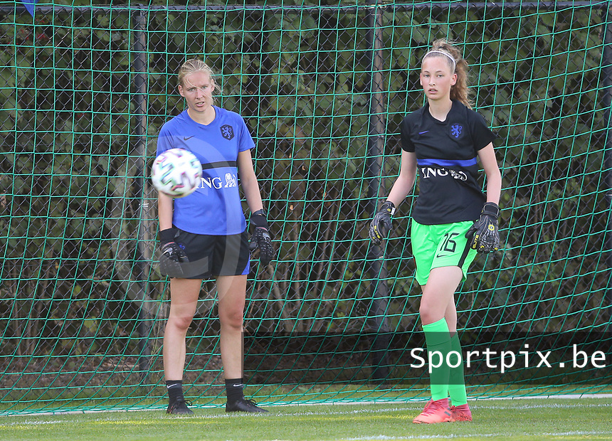 Elinę Sol of the Netherlands and Roos van Eijk (16) of the Netherlands during the warm up before an international friendly female soccer game between the national teams of Belgium , called the Red Flames U17 and the Netherlands on Wednesday 8th of September 2020  in Kalmthout , Belgium . PHOTO SPORTPIX.BE   SPP   SEVIL OKTEM